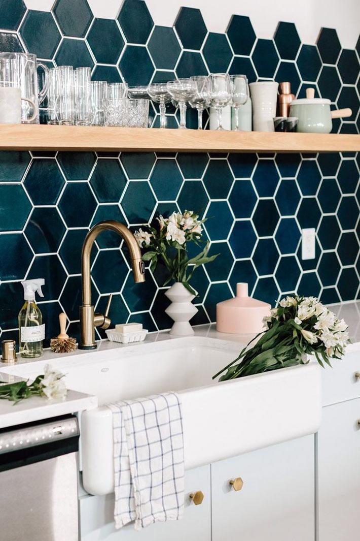 Красивая плитка с геометрическими узорами для кухонного фартука1