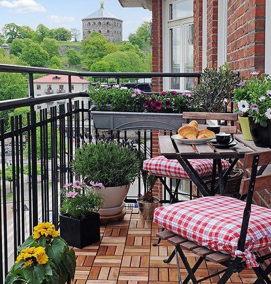 Красивый балкон — место для отдыха в современных квартирах1