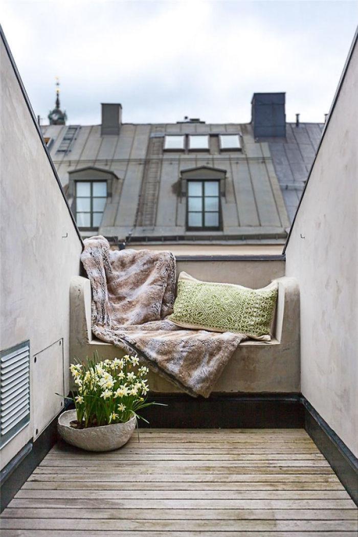 Красивый балкон — место для отдыха в современных квартирах6