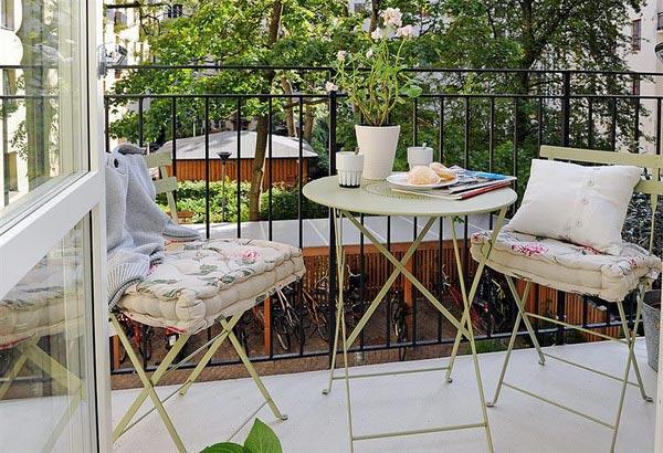 Красивый балкон — место для отдыха в современных квартирах0