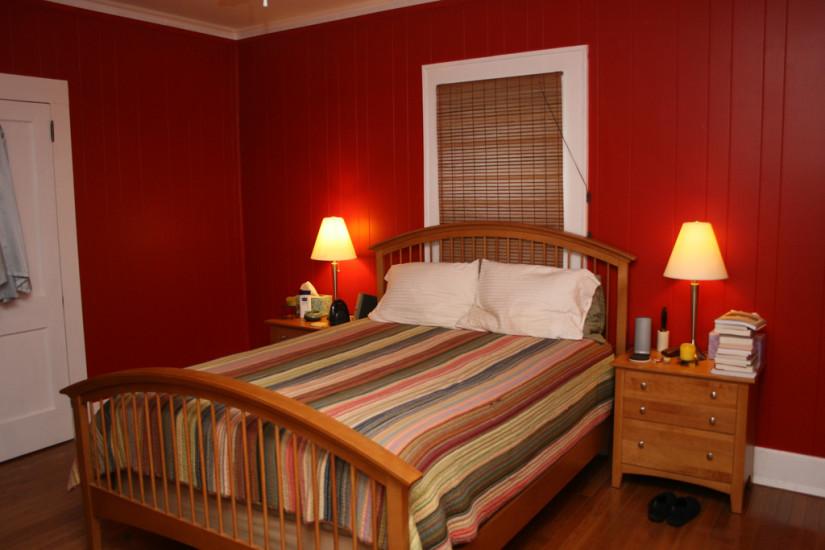 Красный цвет в спальне0
