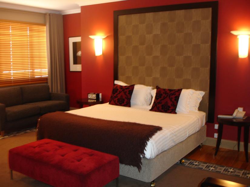 Красный цвет в спальне2