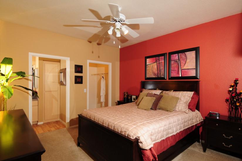 Красный цвет в спальне4