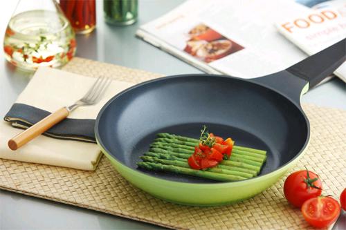 Кухонная посуда из керамики и нержавеющей стали: достоинства и недостатки0