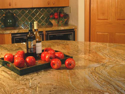 Кухонные столешницы из натурального камня: красиво и прочно0