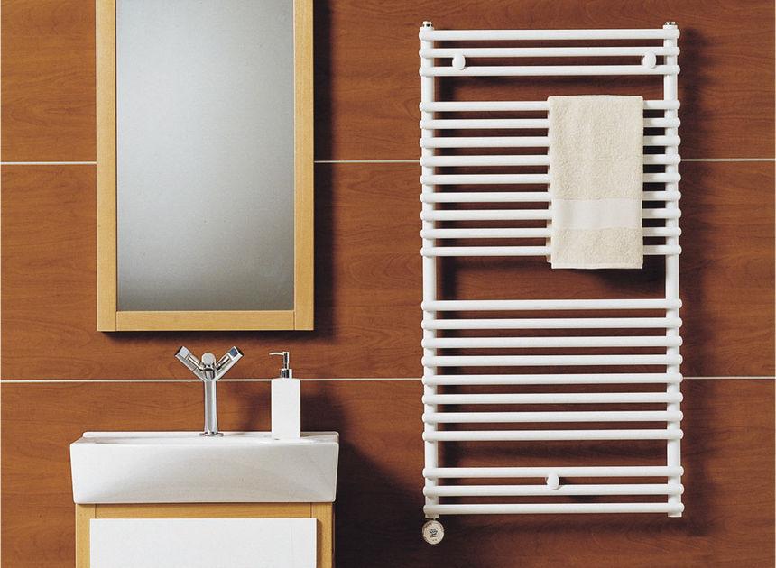 Монтаж водяного и электрического полотенцесушителя4