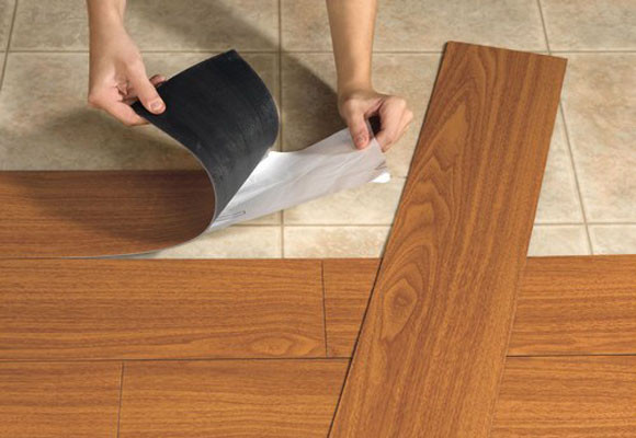 Можно ли класть плитку на линолеум: процесс укладки2
