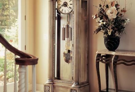 Напольные часы в интерьере вашего дома2