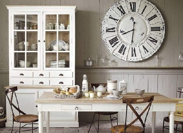 Настенные часы в интерьере дома2
