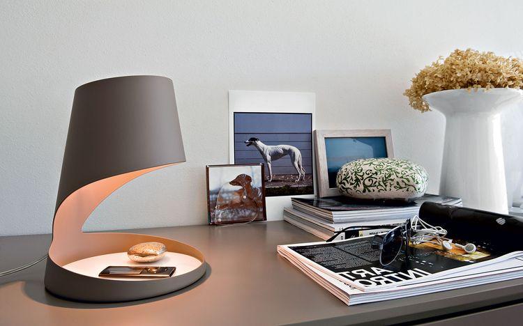 Настольная лампа в интерьере: от лоджии до прихожей, от классики до хай-тека6
