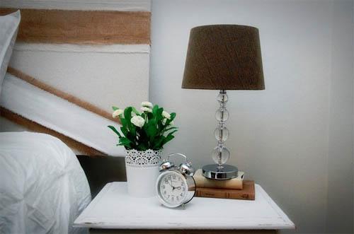 Настольная лампа в интерьере: от лоджии до прихожей, от классики до хай-тека0