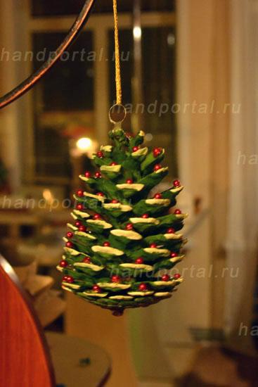 Новогодние украшения из шишек своими руками4