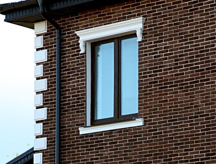 Обрамление и отделка окон на фасаде и в интерьере0