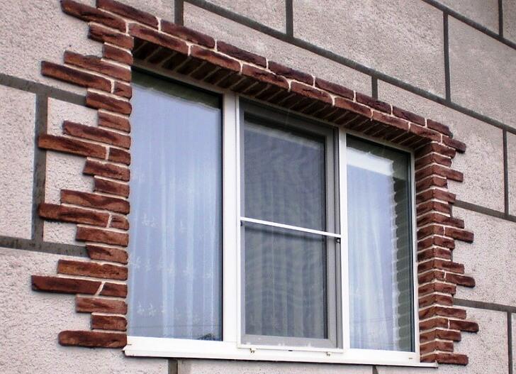 Обрамление и отделка окон на фасаде и в интерьере6