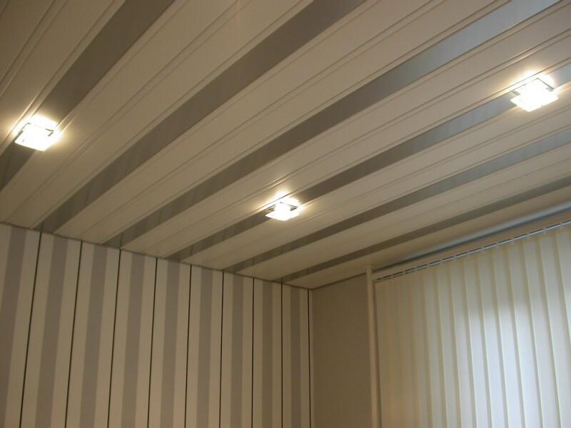 Панели для потолка в комнате: дешево и красиво2