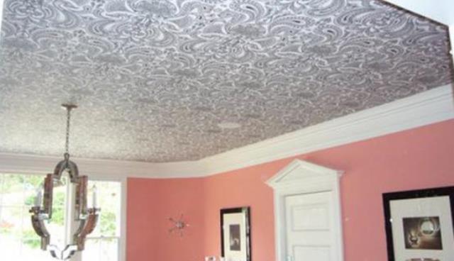 Панели для потолка в комнате: дешево и красиво3