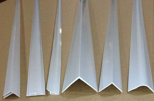 Пластиковые уголки для откосов: виды, характеристики, поклейка1