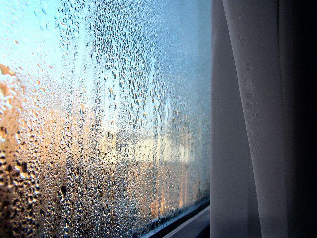 Почему потеют пластиковые окна в доме и как этого избежать?0