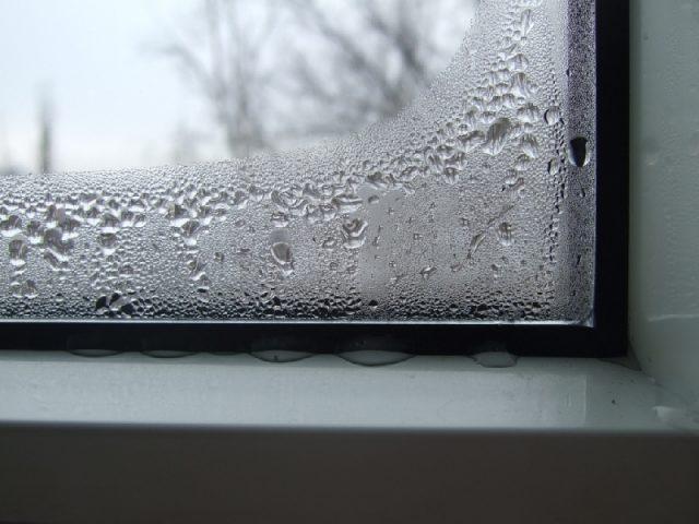 Почему потеют пластиковые окна в доме и как этого избежать?1