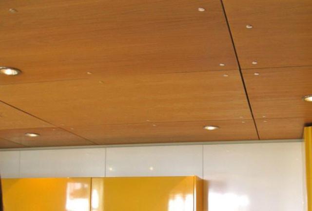 Потолок из фанеры2