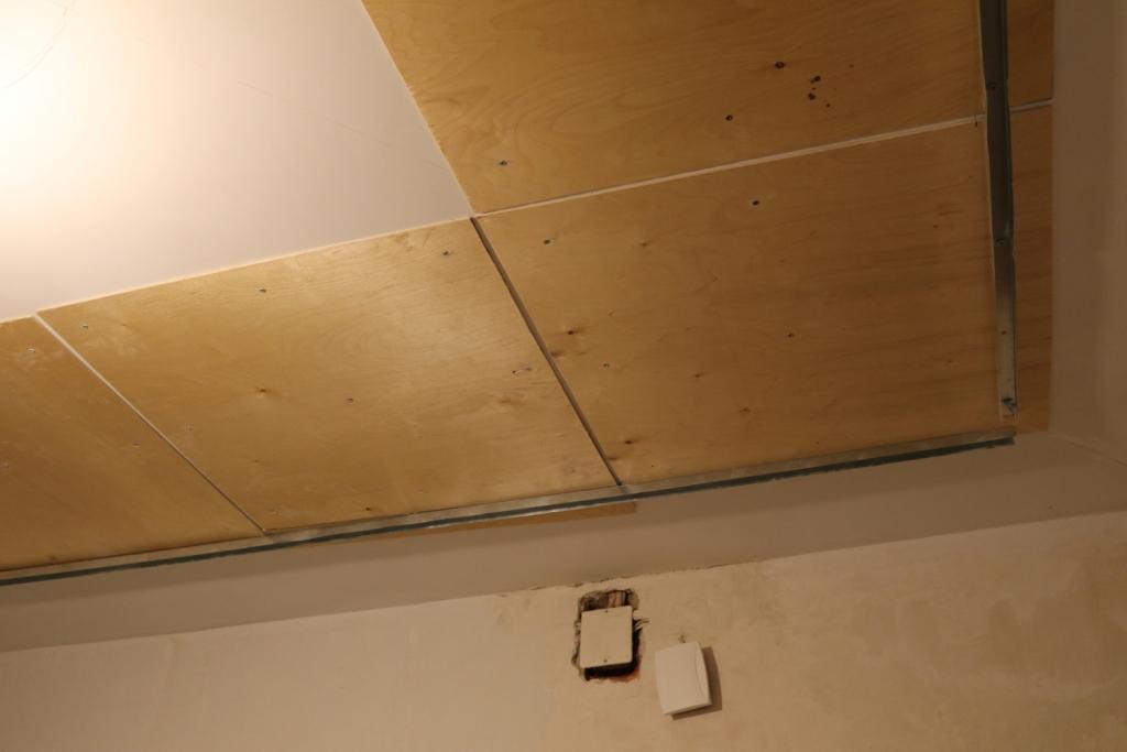 Потолок из фанеры5