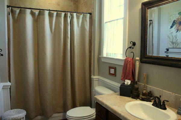 Практичные шторки для ванной7