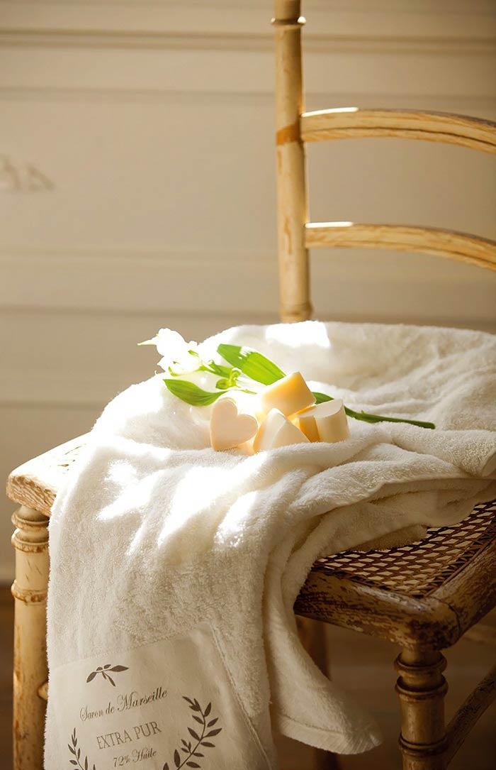 Романтическая нежность в оформлении спальни с ванной комнатой7