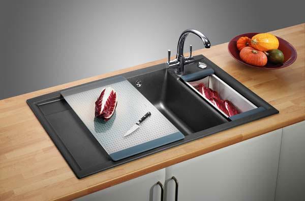 Устанавливаем мойку на кухне0