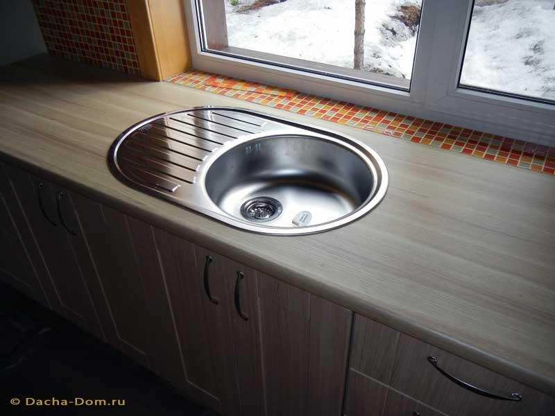 Устанавливаем мойку на кухне5