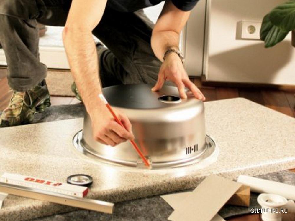 Устанавливаем мойку на кухне6