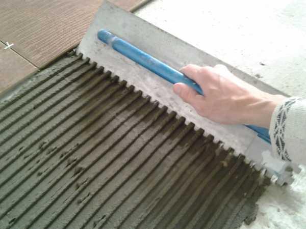 Выравнивание пола плиточным клеем: как выровнять под линолеум1