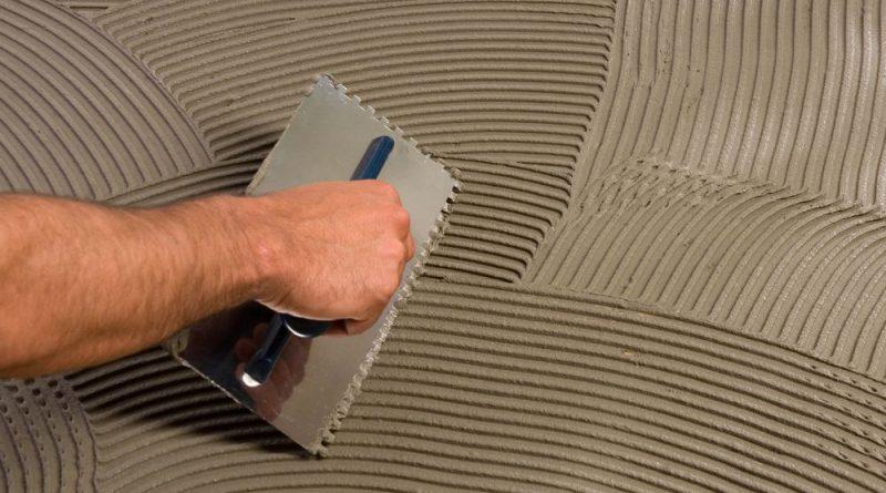 Выравнивание пола плиточным клеем: как выровнять под линолеум0