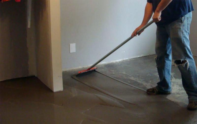 Выравнивание пола самовыравнивающейся смесью: стяжка и время высыхания наливного, лучше гипсовый и цементный5