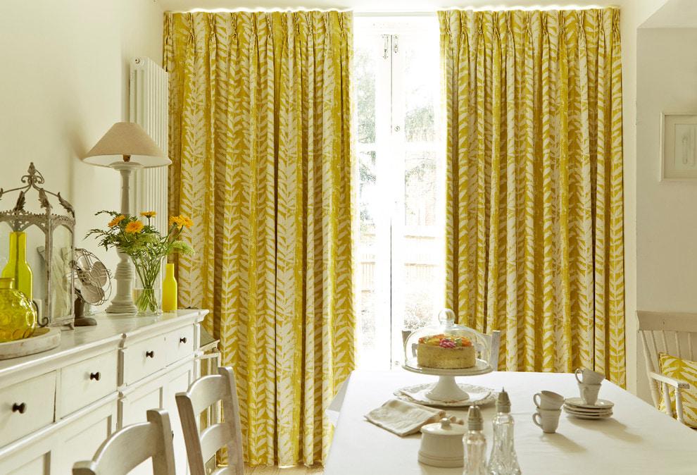 Желтые шторы: виды и выбор под интерьер1