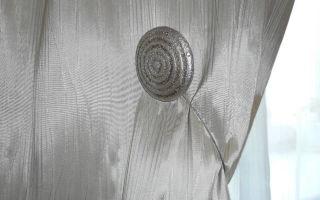 Магниты для штор: виды украшений и правила их использования