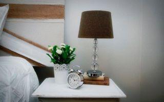Настольная лампа в интерьере: от лоджии до прихожей, от классики до хай-тека