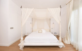 Как установить балдахин над кроватью в спальне?