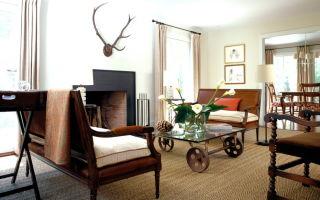 Мобильные кофейные столики на колесах в интерьере гостиной