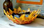 Декоративное блюдо из осенних листьев