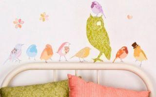 Тканевые наклейки в декоре стен детской комнаты