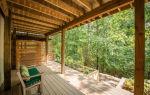 Очаровательный летний коттедж с крытой террасой