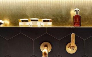 Элегантный дизайн ванной комнаты в черном цвете от lenka míková
