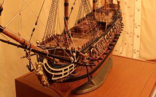 Модели парусных кораблей как деталь интерьера