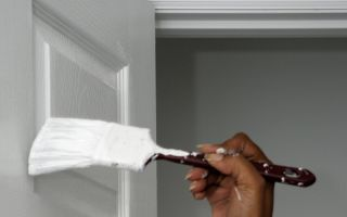 Особенности покраски дверей своими руками