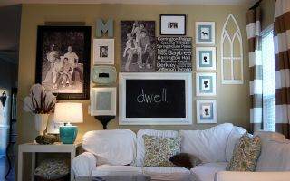 Оформление стены над диваном в гостиной: принципы и возможности (40 фото)