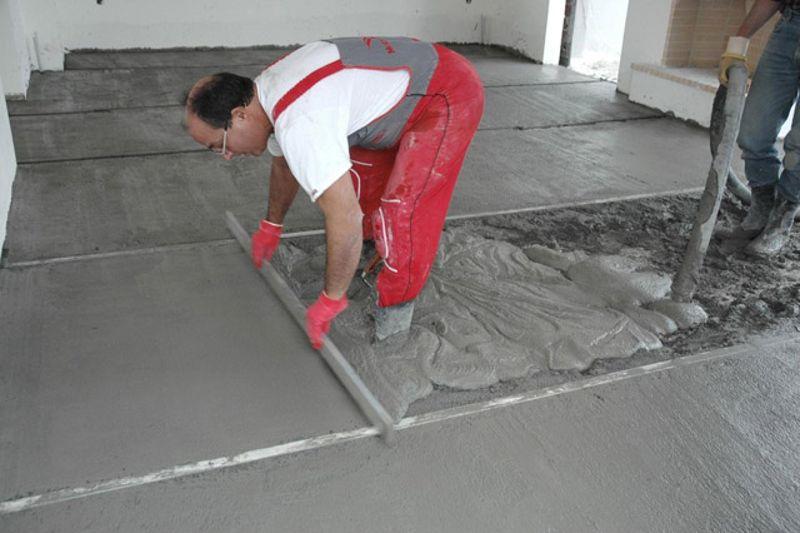 как правильно заливать бетонные полы видео
